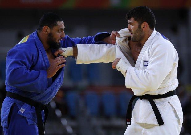 El Shehaby dan Sasson ketika pertandingan.