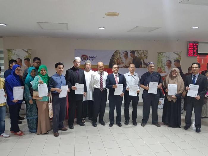 Dr. Zaharuddin selesai membuat penukaran kepada Simpanan Syariah
